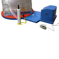 Electric turntable for wrapping pallets by hand